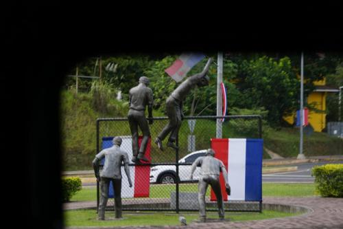 Statue honoring students protesting US rights to Canal