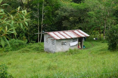 Small home on the way to Volcan