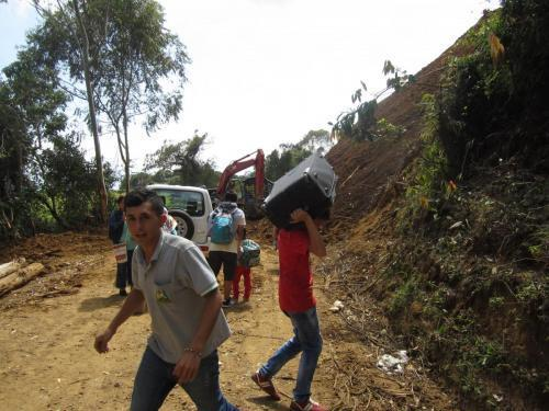 People carrying luggage to transfer to chiva